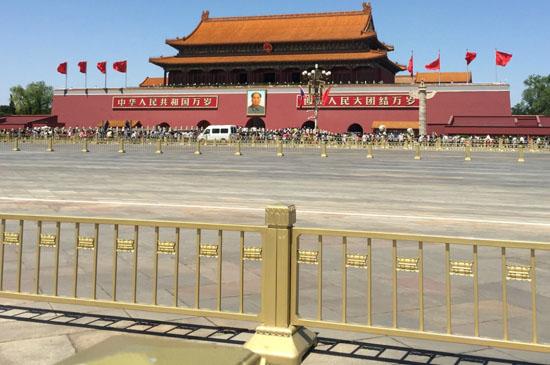 亚博体育苹果官方下载涂料金属氟碳漆厂家,北京天安门护栏图1