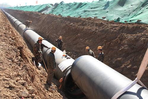 大庆油田石油管道施工现场