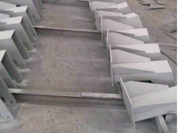 冷镀锌漆用于钢结构底座防腐涂装